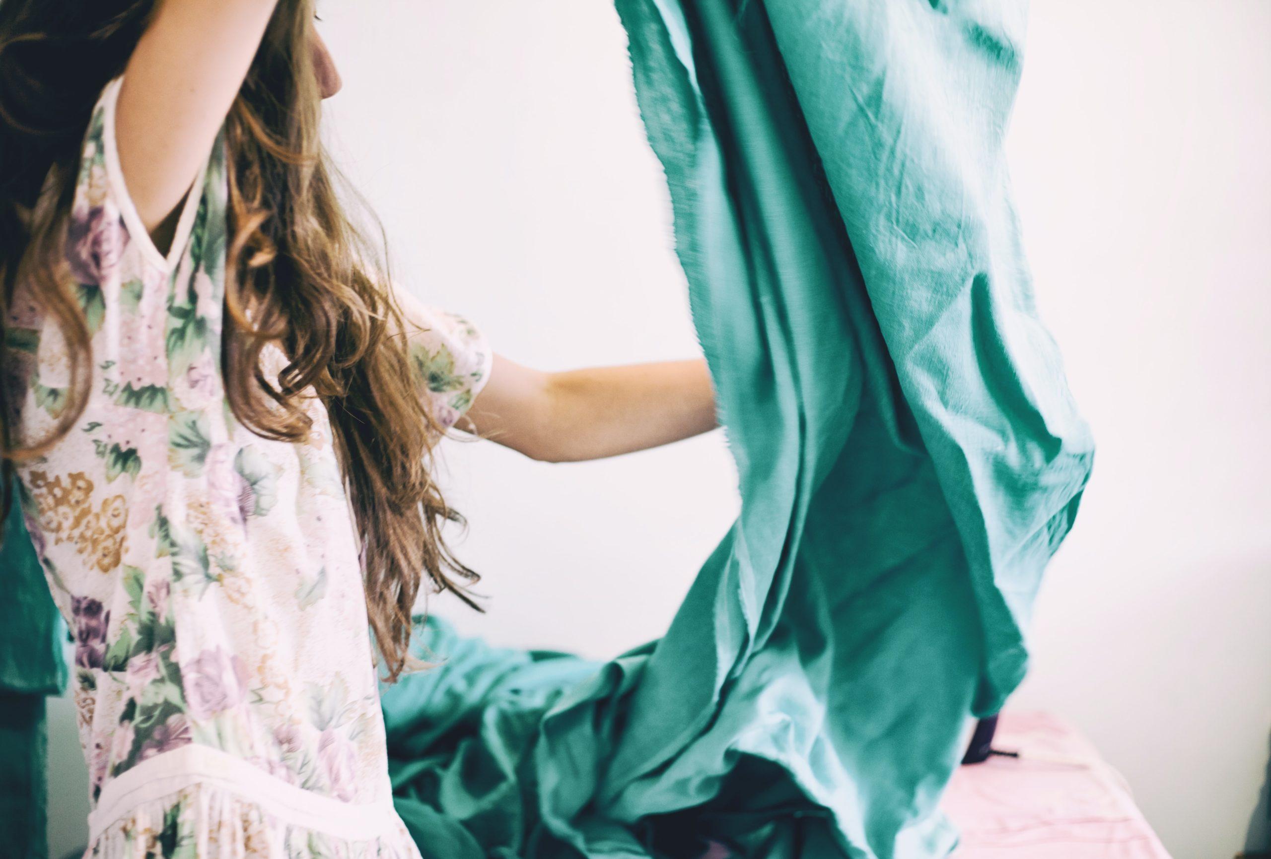 Les astuces DIY pour en finir avec le gaspillage textile !